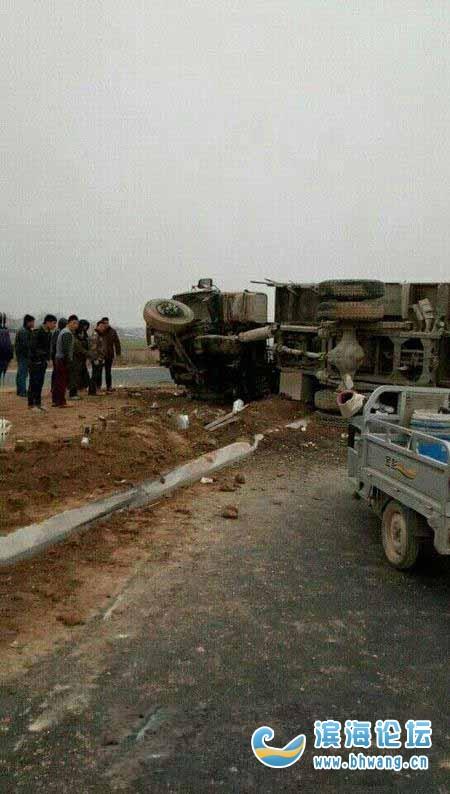 修建中的348省道蔡桥段发生一起事故