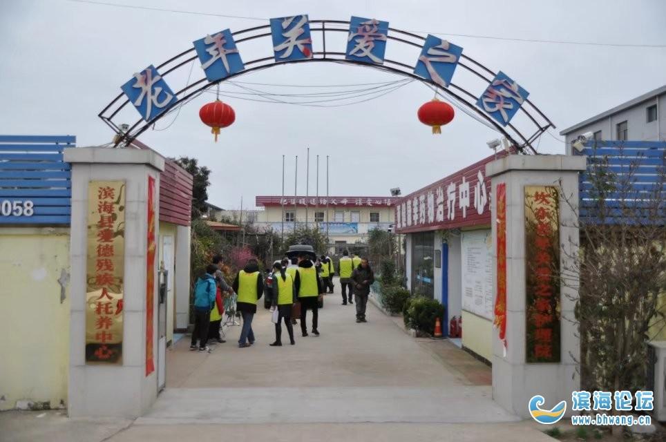 青橙之家志愿者服务站多名志愿者走进坎东养老院送温暖