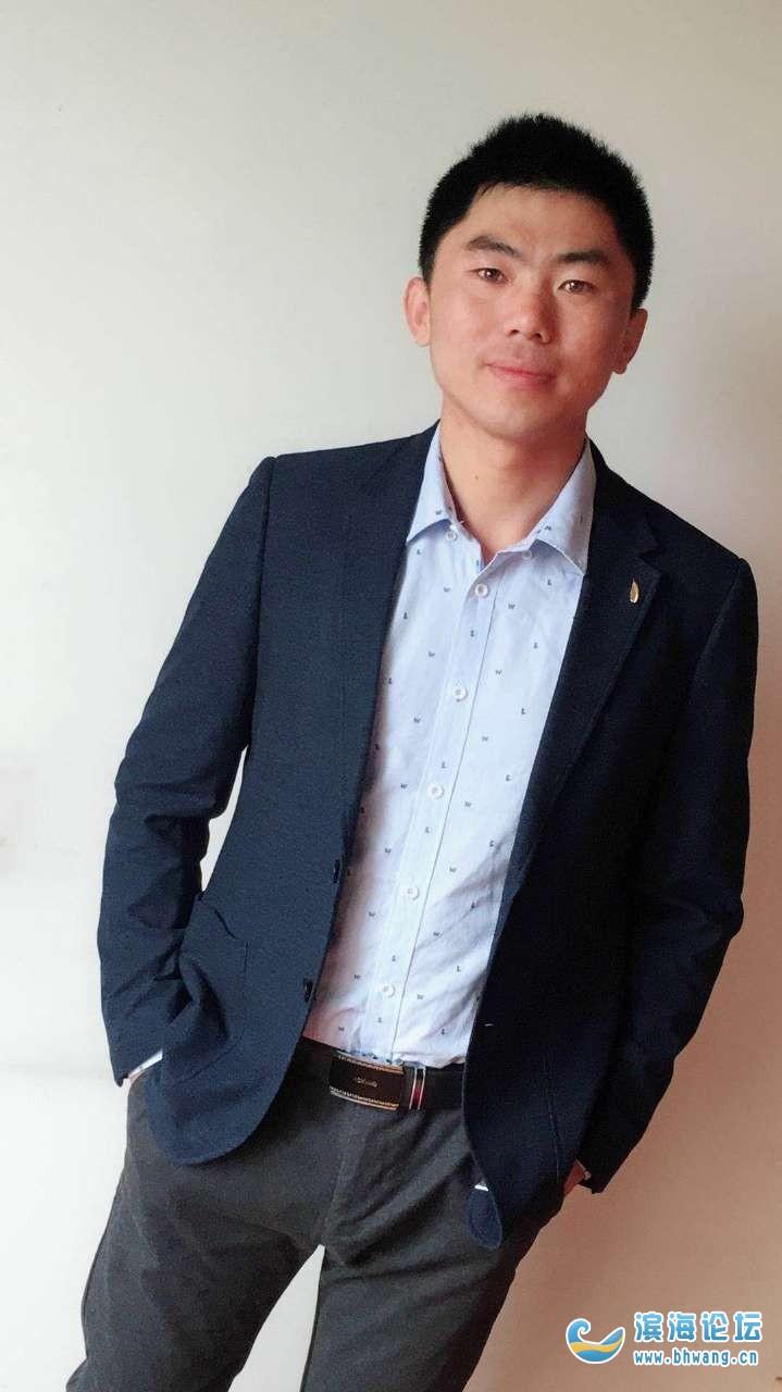 此人是我姨弟他本人一直在上海忙碌事业至今未婚,今年