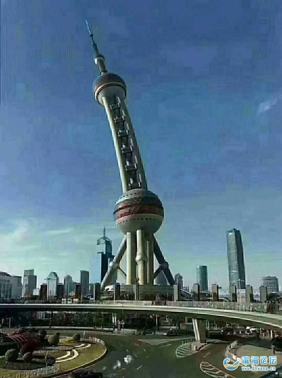 上海今天的台风真大把东方明珠都刮的变样了