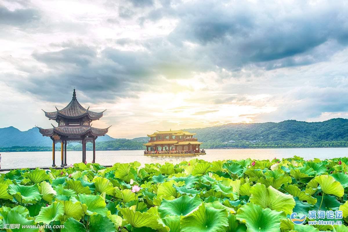 伊空晴悠_网上看到的西湖水光潋滟晴方好,山色空蒙雨亦奇.