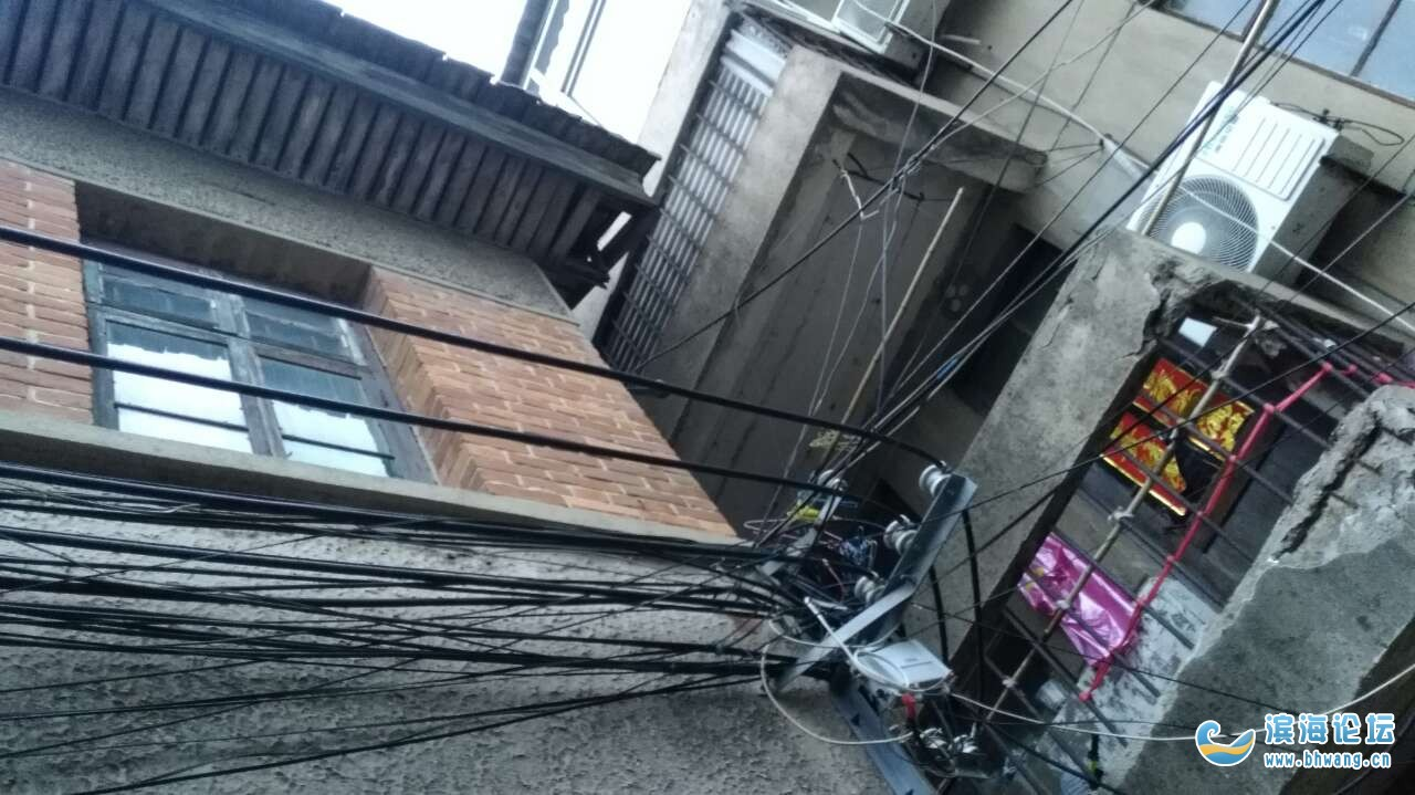 滨淮成门村二组孙祥兆临淮村一组万成全,你们在法院抵押的房子屋顶屋角要掉东西下来伤人