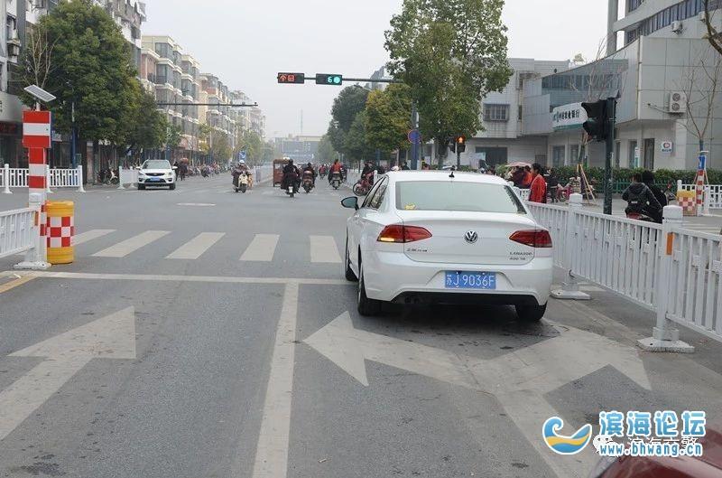 新建南路与中市中路东西向路口导向标线和红绿灯调整