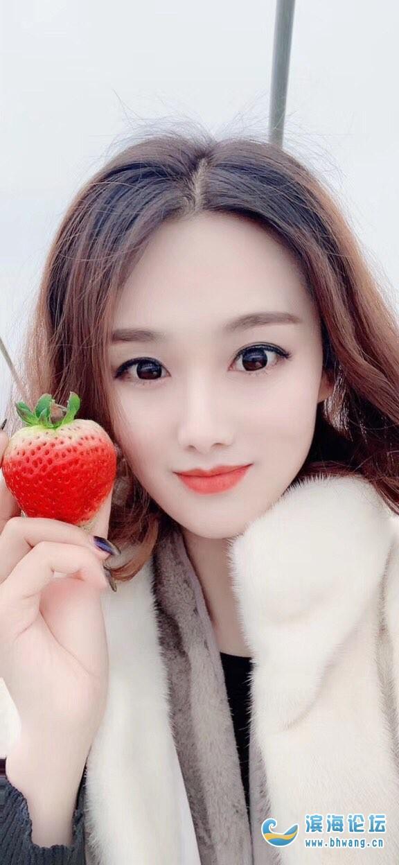 和妹妹去摘草莓啦~~
