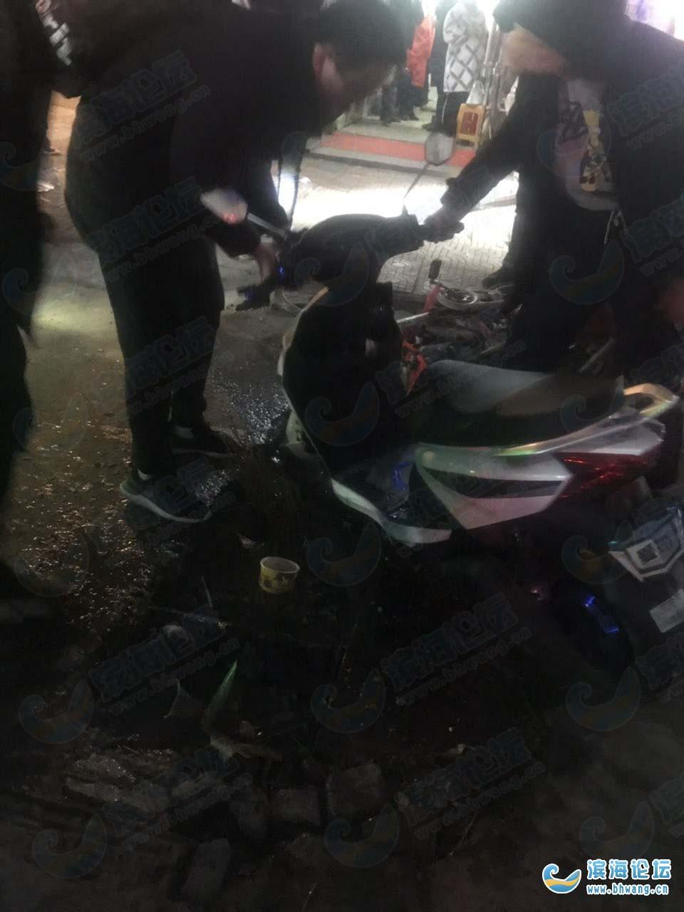 有关部门就是不管 银厦广场又一个摔倒了 今晚刚才发生的