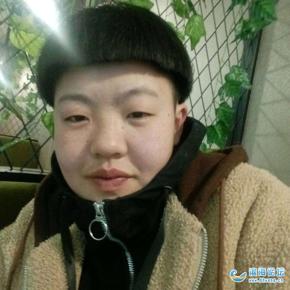 女张云今年二十七岁由头脑不清醒离家出走直今末归去过