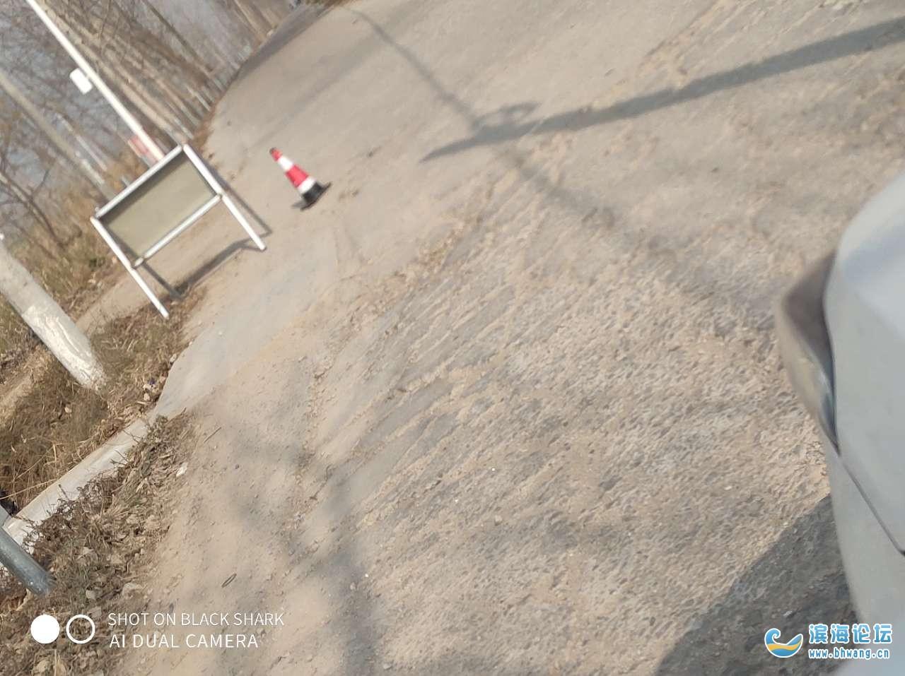 路不知道修不修,反正先来弄护栏!!这是本末倒置吗