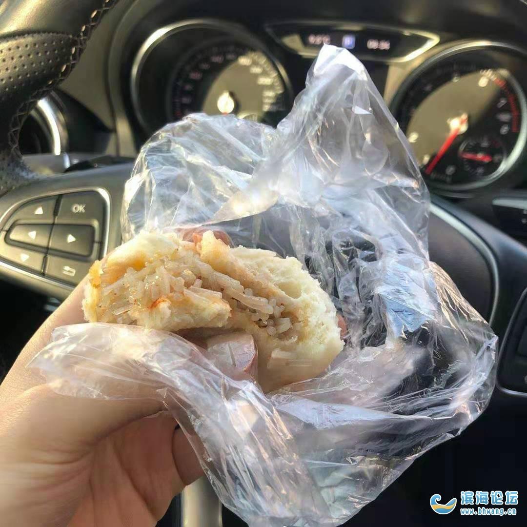 成为上班路上一边开车一边吃早饭的人了 !