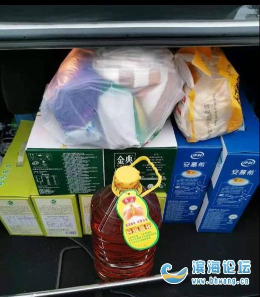 公司發的年貨真實在!兩箱酸奶兩箱純牛奶,四箱大米