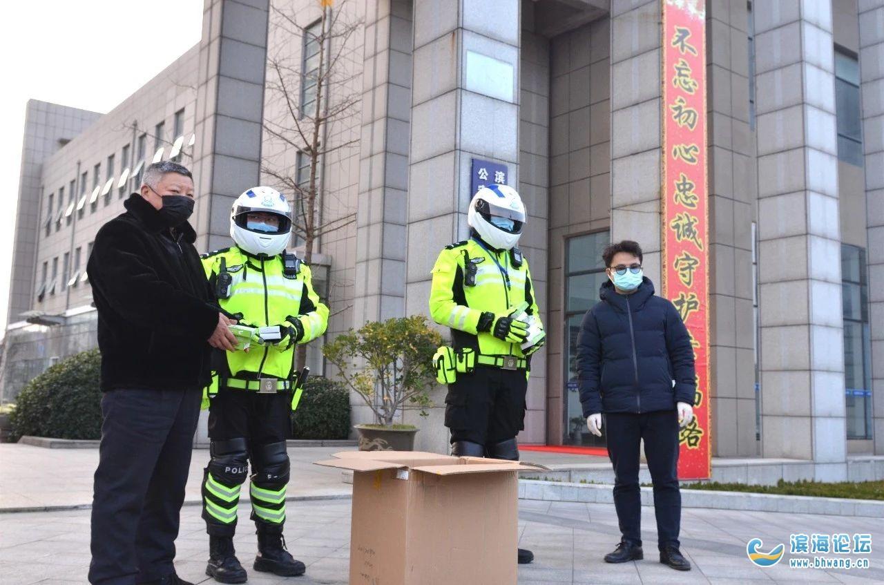濱海愛心人士向一線交警捐贈口罩,助力抗擊疫情!