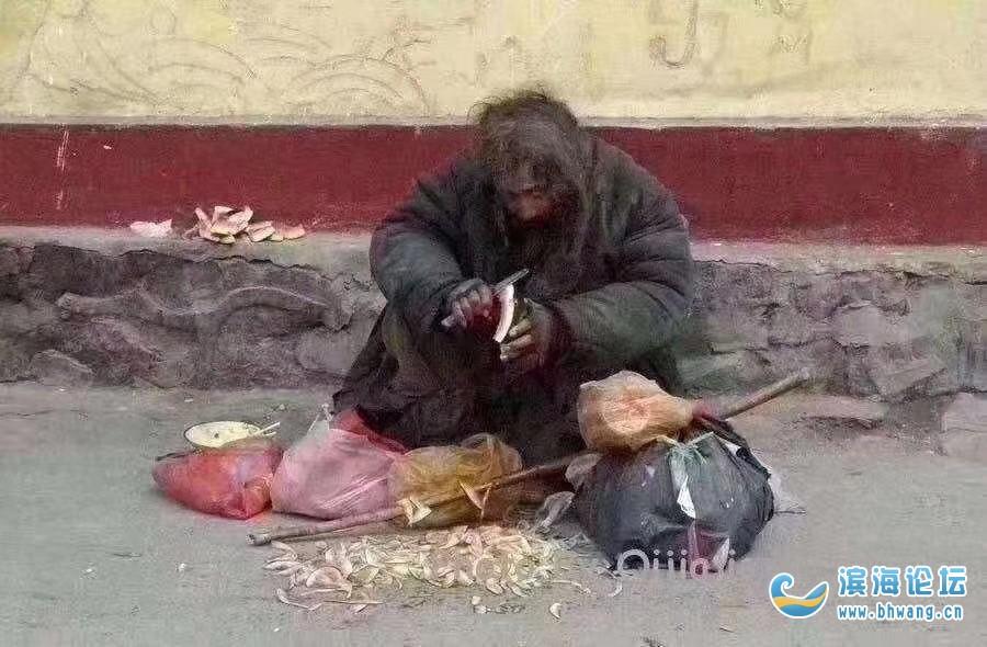 疫情過后 ,如果你們在街上看到這樣的人,請遞上一瓶水或者面包