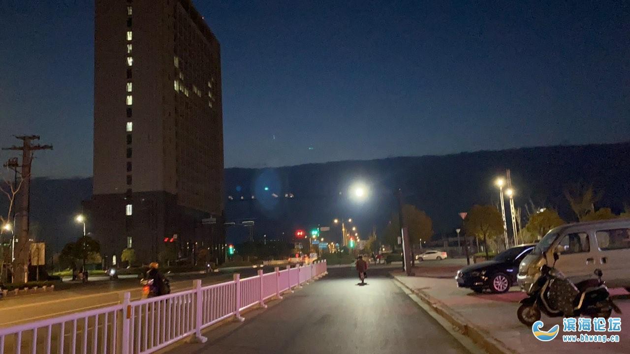 傍晚奇觀,山腳下的城市--濱海