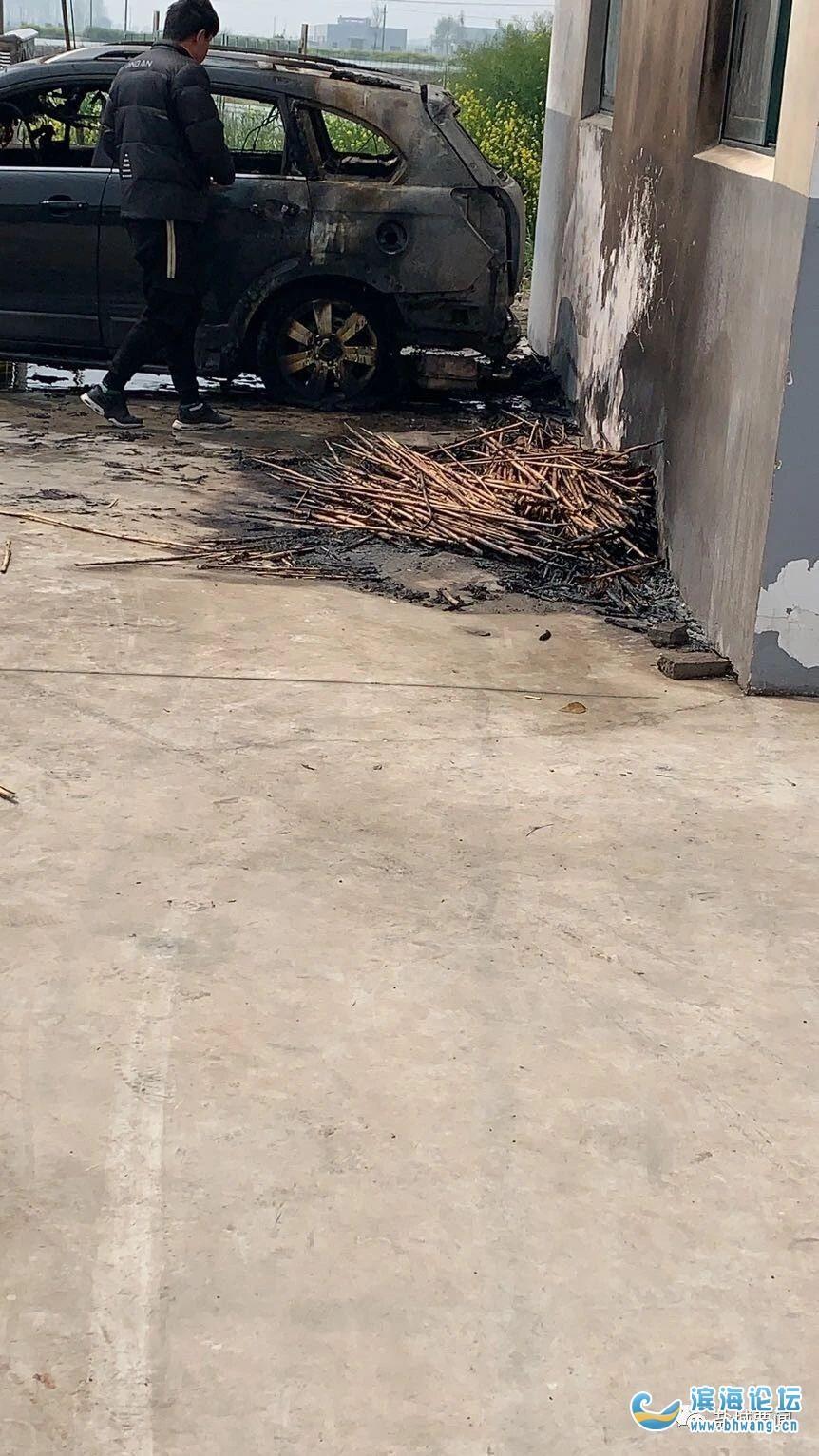 盐城一户人家清明节烧纸祭祖,竟把汽车给烧了