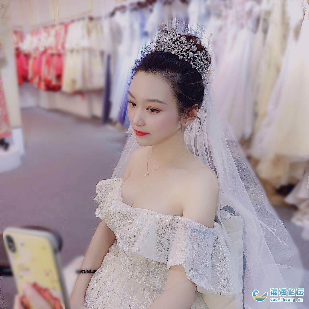 今天拍结婚照啦^_^以后又多了一枚小妇女了!