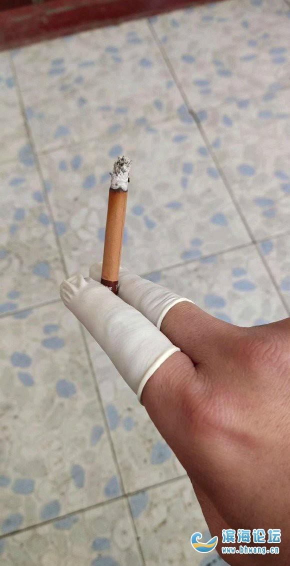 女朋友房間看到的兩個手指套,以后抽煙再也不怕她發現了 哈哈哈