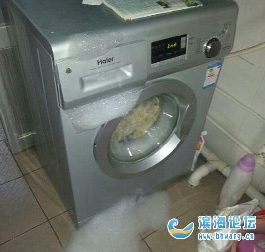 第一次给老婆洗衣服,洗衣粉倒多了,怎么办,在线等