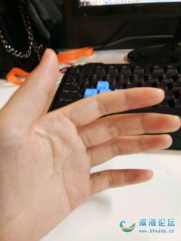 寻找左手小指有痣的人