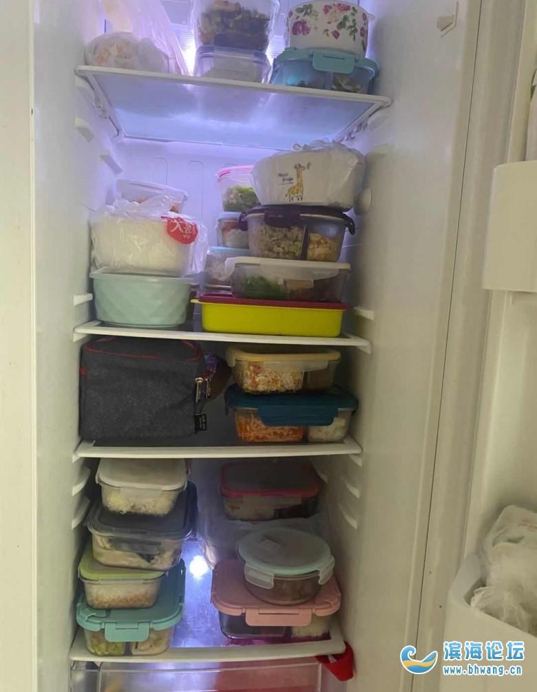 天气一热,公司带饭的人越来越多了!满满一冰箱!