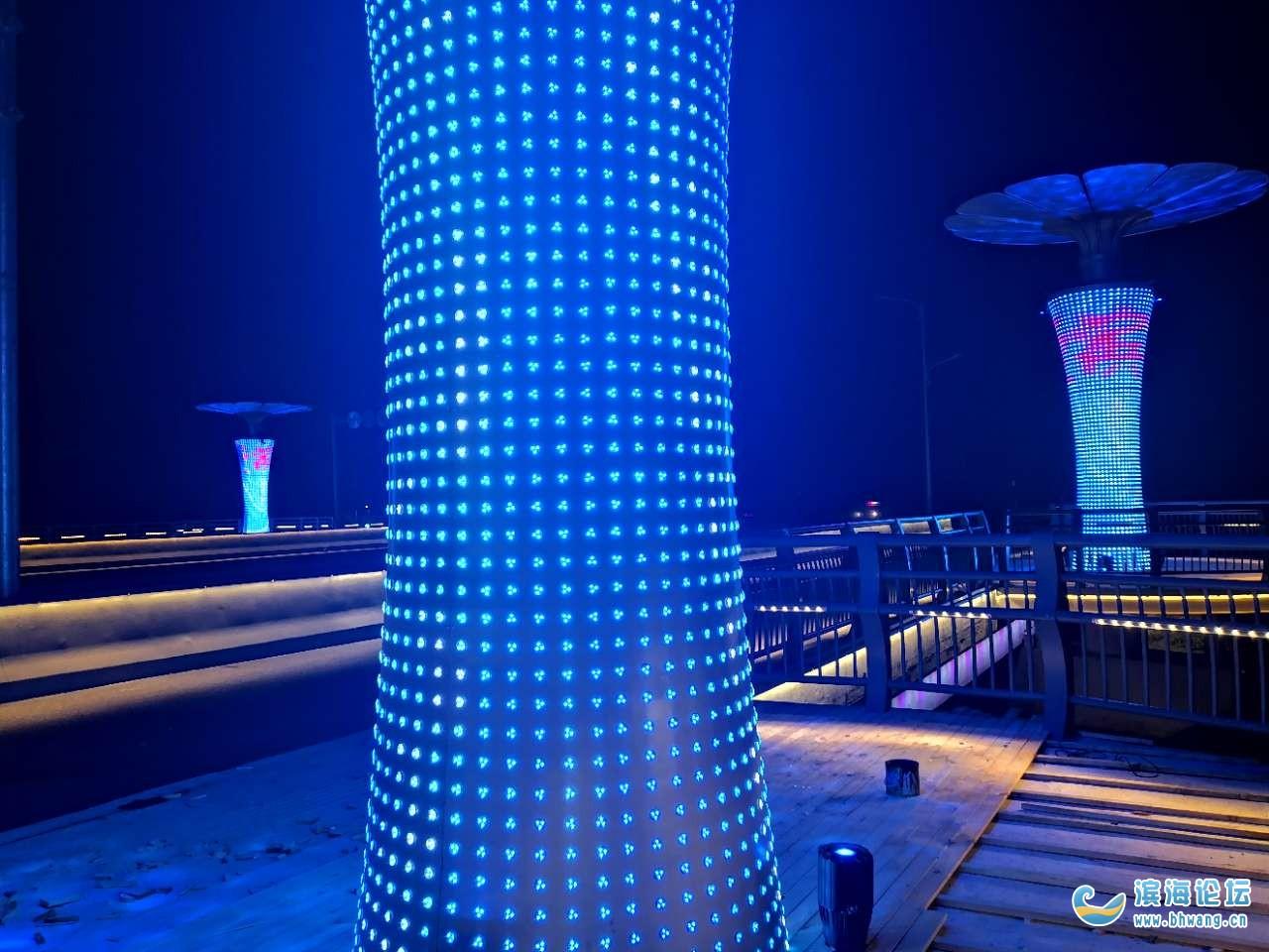 鳳亭橋上的燈柱亮起來了