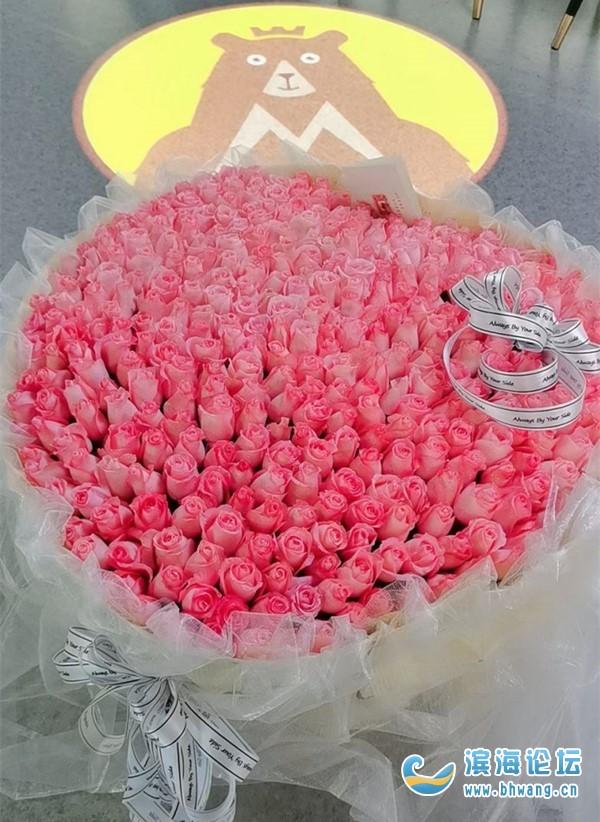 第一次收到365朵玫瑰!真的有被驚喜到,直男老公難得的浪漫