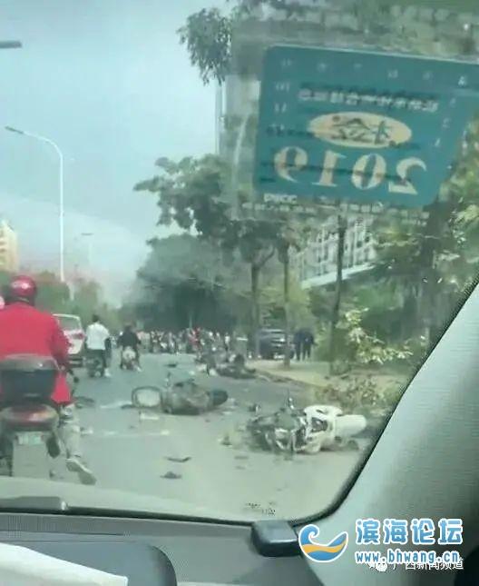 SUV撞上多人,已致4死6伤!警方通报