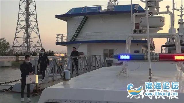 緊急!萬噸貨輪上一船員4根手指被壓斷……