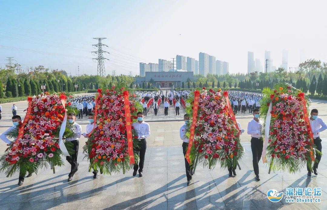 今天,我們致敬英烈! 濱海社會各界向革命烈士敬獻花籃